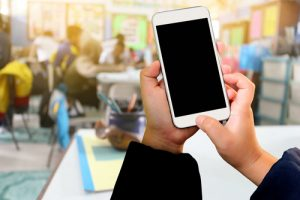 Movilizar el aula: el desafío de los teléfonos inteligentes en educación.